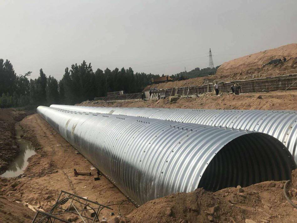钢波纹管的截面形状及回填中土质的选择重要性1